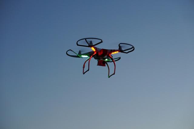 drone-2554183_640